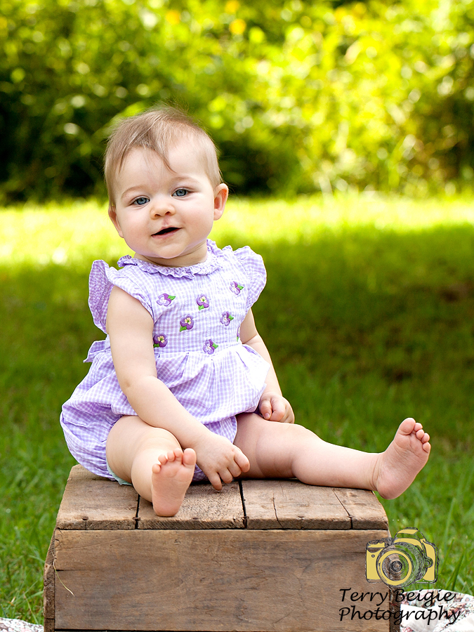 9 month old outdoors photoshoot