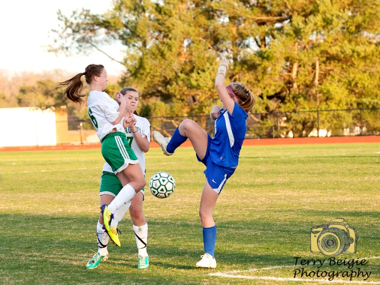girls soccer players